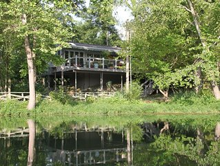 Waterside Cottage- Lakefront Luxury w/ Outdoor Hot Tub- Couples Getaway