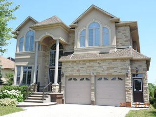 Ancaster, 4 bedroom deluxe home available for short term rental