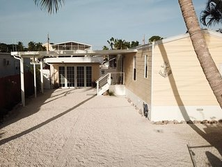 2020 months still  AVAILABLE!!  Beautiful Waterfront retreat. With kayaks