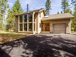 2 Bedroom Getaway with A/C, 2 Levels, Near Deschutes River, Hot Tub - YELR 13