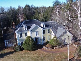Minutes from North Hampton Beach, 5700 sqft property with heated pool & jacuzzi
