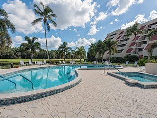 Whole Home Villa in Hyde Park at Pelican Bay community with private pool/beach!