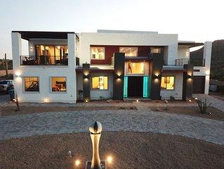 5 Star *****Sleeps 26 6 Bed 6 Bath 6,000 SQ Ft Modern Superstition Mnt Estate