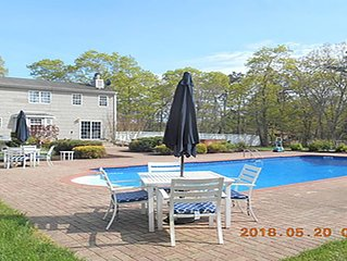 LOVELY VACATION AND ENTERTAINING HOME AND YARD