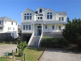 Beautiful Hatteras home with private pool, hot tub, pet friendly