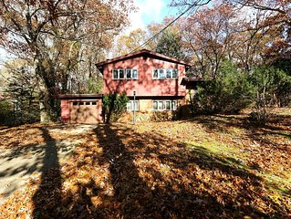 The Retreat, quite street, private back yard, 2 short blocks from Lake Michigan,
