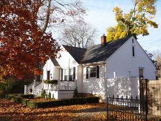 Town Cottage - Newly Renovated Exquisite Bungalow in Old Town