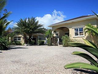 Sun villa + Sea villa (Both villa) make 4 Bds 3 Bth sleep 10, pool, golf cart