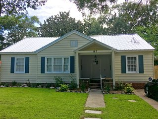 Updated Beach Cottage 2 blks to Beach, Keesler 2,000 a month +fees