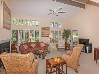 Walk to Beach & Intimate Golf Views - in One Charming Condo