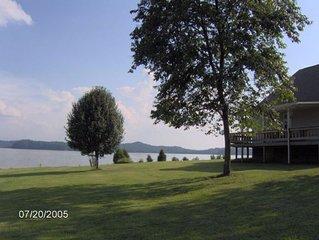 7th Heaven Flat Lakefront Lake Lot w/ Mtn Views, LAUNCH, Pet Friendly, WIFI
