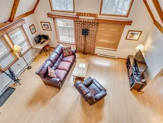 Peaceful, Kid/Pet-Friendly, Private Luxury Chalet with WiFi