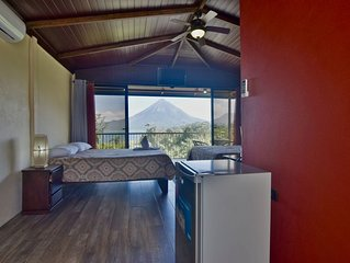 Paradise Bungalow with Volcano & Lake view. A/C and Free WiFi.