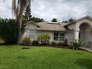 3BR/2BA Pool Home, 3.5 Miles from Jensen Beach