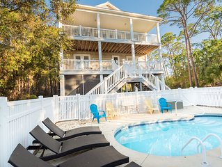 Very private, elevator, pool and close to the beach and Cut. Book now!