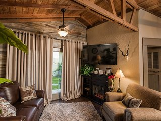 The Bungalow * BoisD'Arc Bungalow & Suites a Rustic/Romantic Getaway