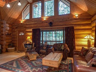 Secluded lodge on the Sandy River, woodstove, hot tub, dog-friendly