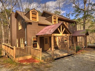 Peaceful 4bed2bath cabin that sits on a mountain stream w/pool & ping pong table