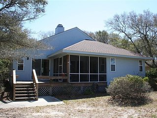 9th Tee: 2 Bed/2 Bath Home Overlooking the 9th Tee of the Oak Island Golf Course