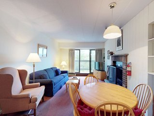 Clean & bright condo with shared pools, hot tub, sauna & views - walk to lifts
