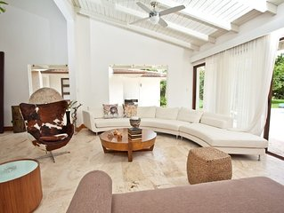 Luxurious Contemporary Villa Walking Distance to Ministas Beach