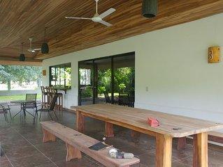 Casa Quetzal tropical garden and walking distance to the beach