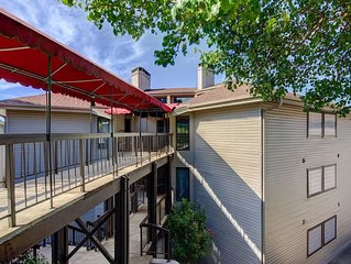 Adorable Condo w/ Lakeviews!! Great Location!