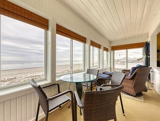 Inviting beachfront house w/ fireplace -  near parks, water parks and the beach!