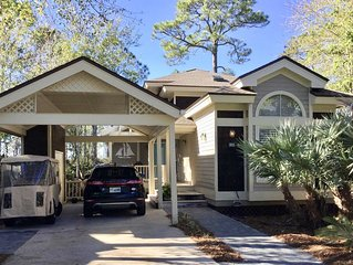 3 BDRM/ 3 BA Newly Renovated w/ Gorgeous Bay Vistas , Golf cart and Pet Friendly