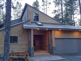 ELEGANT LODGE HOME 2 MASTER SUITES, LARGE PRIVATE DECK W HOT TUB CLOSE TO ALL