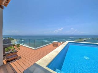 Luxurious beachfront penthouse! Panoramic views, white sand beach, private pool