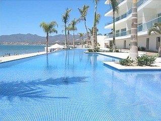 Los Pelicanos Condo - Oceanfront luxury!