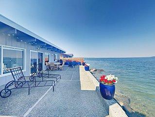 HGTV-Featured, Tillicum Beach Cabin w/ Waterfront Patio, Kayaks &  SUP
