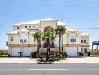 'The Beach House' Gulf Front, Executive home, kayaks, beach toys, fishing gear