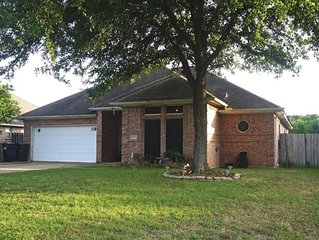 Cozy Getaway! Perfect for your short term trip to Aggieland!