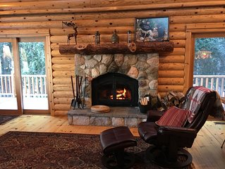Charming Log House Steps Away from Boyne River Footage