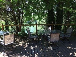 Quiet & Cozy River Retreat in Wine Country
