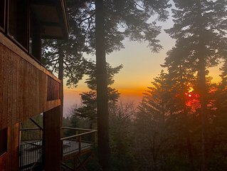 The Summer Solstice House-Cal-Zen, Hot-Tub and Sunsets.