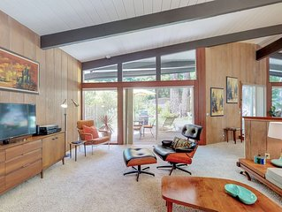 Mid Century Modern Home In Towering Redwoods, Spacious Back Yard, Hot Tub!