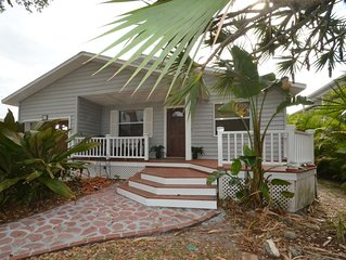 Coastal Cottage, Steps to the Beach and Ritz Carlton! Flexible cancellation!