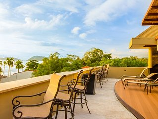 Large PENTHOUSE with amazing ocean views of Jaco Beach!