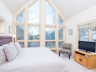 NEW! Private Balcony, Gorgeous Views, Hot Tub, Top Floor Viking Lodge 308