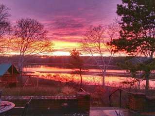 Great Sunsets, Newly Renovated Cottage on the Pond Close to Beaches