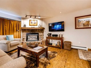 Beautifully styled condo w/shared hot tubs, pool, fitness, clubhouse & near the