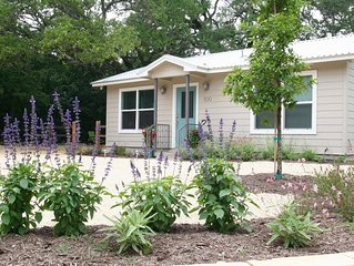 2 Bedroom House, Covered Porch, Yard, Grill, So. Austin, Clean & Spa-like!