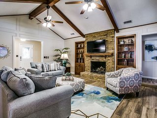 Beautiful Plano Home - Swimming Pool and Game Room