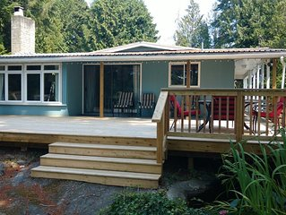 The Shores Waterside Cottage - Madeira Park. Pender Harbour