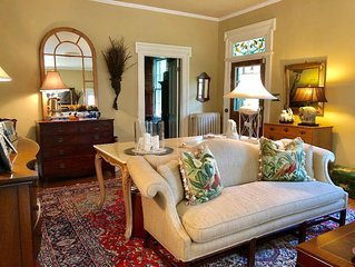 Country Chic Downtown 3/BR  Top Notch Location & Amenities