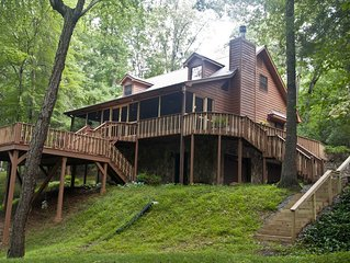 River House  3 bedroom 3 bath upscale cabin on large creek with nice yard.