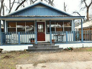 Grace Cottage - Quaint Cottage Off The Town Square.  Family friendly.